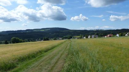 Blick auf Lippertsgrün und den Döbraberg, Foto: Hans Hill
