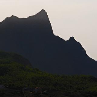 Die markante Silhouette des Pico d'Antónia von Rui Vaz aus gesehen