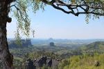 Foto Gigantische Aussicht vom Carolafelsen (im Hintergrund Schrammsteine, Falkenstein und Lilienstein)