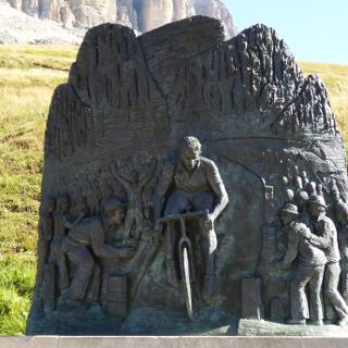 Fausto Coppi Denkmal am Pordoi-Joch