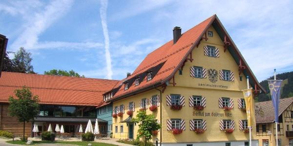 Am Gasthaus zum Goldenen Adler beginnt der Carl-Hirnbein-Erlebnisweg.
