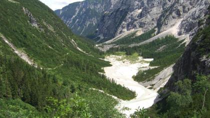 Reintalangerhütte - ZUr Hütte geht es durch ein malerisches Tal