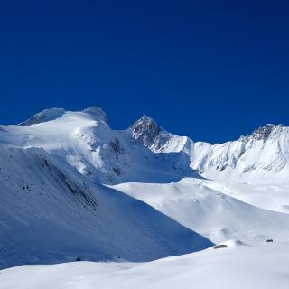 Gabler und Reichenspitze (3303m) oberhalb der Moräne.