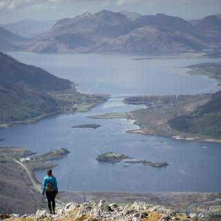 Abstieg mit Blick auf Loch Leven
