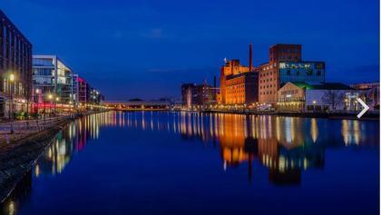 Modernisierte Innenhafen Duisburg zur Blauen Stunde