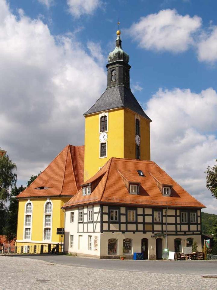 Foto Die Stadtkirche von Hohnstein.