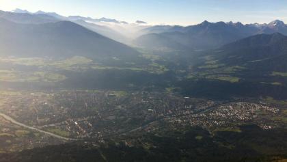 Von der Nordkette reicht der Blick weit über Innsbruck hinaus! Unsere Tour führt uns etwas tiefer aber nicht weniger aussichtsreich entlang der Nordkette!