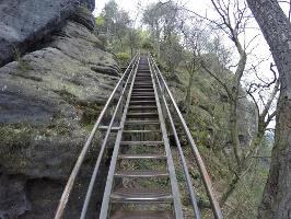 Foto Eine der langen Treppen beim Aufstieg auf den Lilienstein