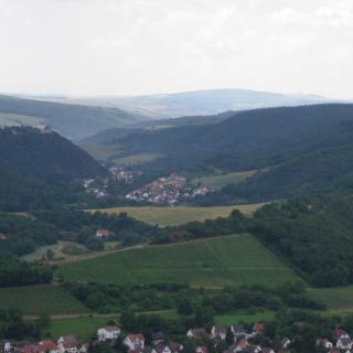 Altenbamberg mit der Altenbaumburg vom Rotenfels aus