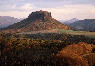 Foto Der Lilienstein im Herbst.