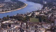 Blick über die Bonner Innenstadt zum Siebengebirge