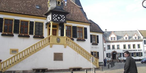 Historisches Rathaus in Deidesheim.
