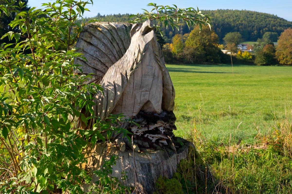 Holzskulptur am Sauschwänzle-Weg