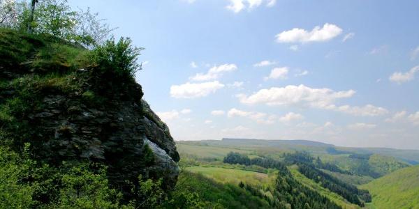 Blick von der Burgruine Hunolstein ins Dhrontal