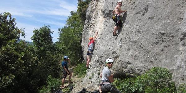bequemer Wandfuß im Klettergarten Placca dell´Oasi