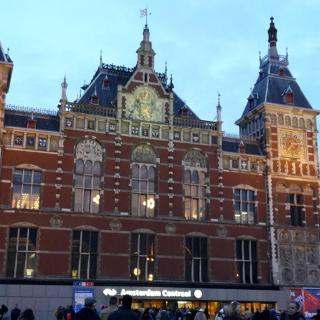 Centraal Station: Start und Ziel der Tour