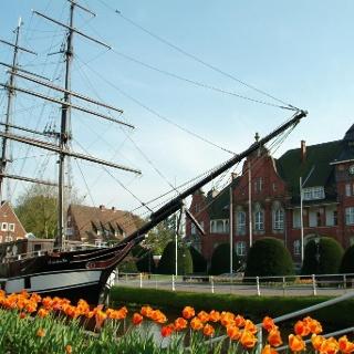Brigg Frederike und Rathaus in Papenburg