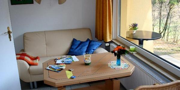 Sitzecke im Bungalow der Ferienanlage Hörster Horst