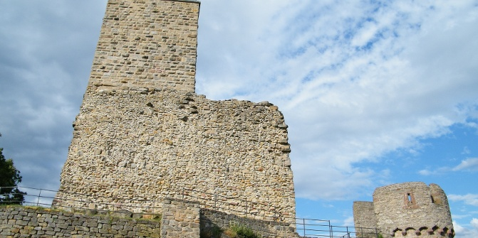 Die Ruine Wachtenburg stammt aus dem 12. Jahrhundert.
