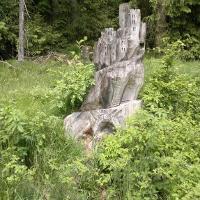 Schnitzerei aus einem Baumstamm