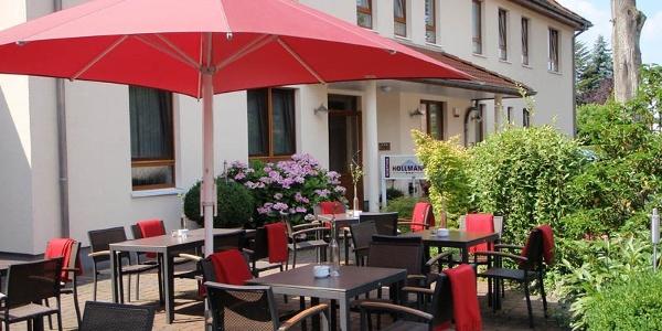Biergarten und Hoteleingang Hotel Hollmann