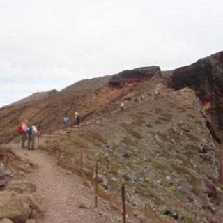 Der Weg an den Klippen entlang