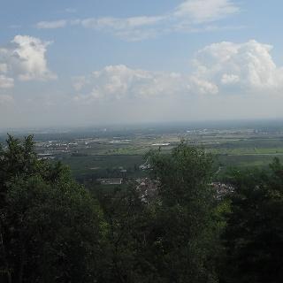 Direkt zu Beginn unserer Wanderung bietet sich uns dieser tolle Blick über Hambach.