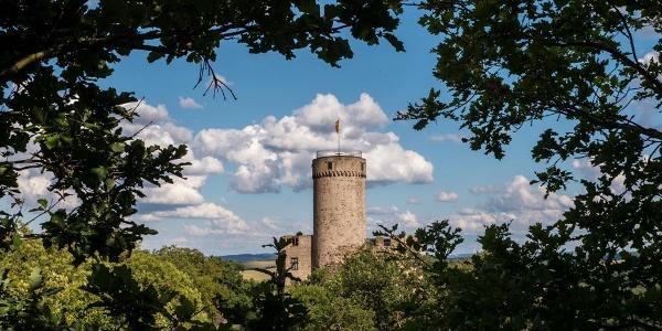 Idyllisch gelegene Burg Pyrmont - © Winfried Lenz
