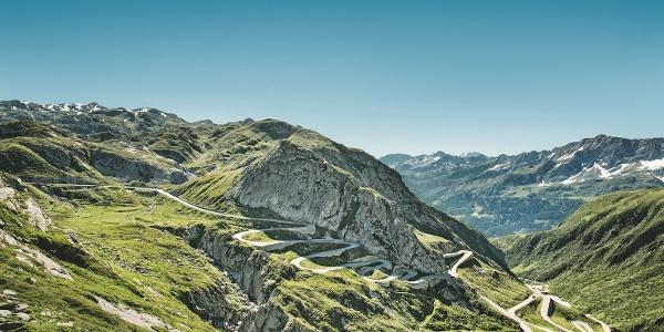 St.Gotthard mit Sicht auf die Tremola (Tessin)