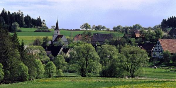 Ortsansicht Flözlingen mit Kirche