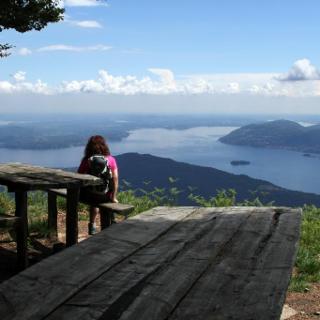 Rastplatz mit phantastischer Aussicht am Gipfel