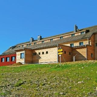 Ostseite des Karl-Ludwig-Haus mit Eingangsbereich