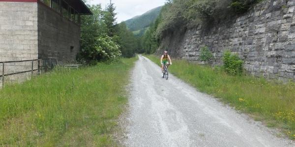 """Die """"Alte Bahntrasse"""" der Tauernbahn - heute ein herrlicher, fast ebener Radweg auf rund 1.100 Meter Höhe"""