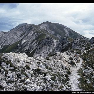 Aufstieg zum Monte Brancastello (rechts)