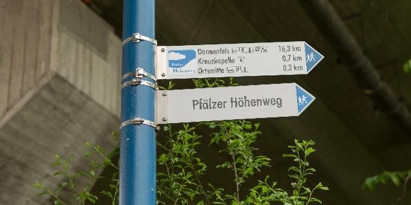 Start der Höhenweges am Bahnhof Winnweiler