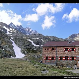 Elberfelder Hütte mit Klammerköpfen (Mitte links)