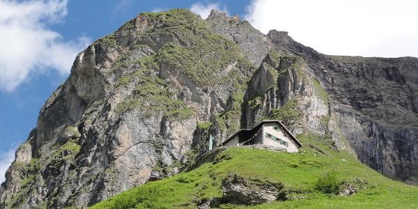 Simmshütte vom Aufstiegsweg