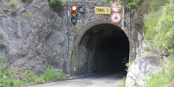 Tunnelportal  - Für Fahrräder verboten