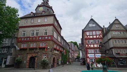 Rathaus am Marktplatz mit Blick in die Bahnhofstr. Herborn