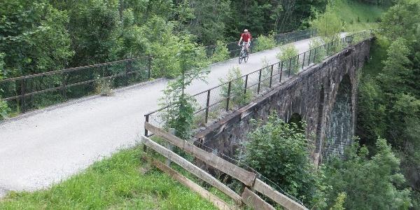 """Auf der """"Alten Bahntrasse"""" - Dösener Viadukt"""