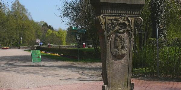 Simon-August Denkmal