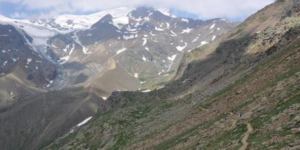Trekking al Rifugio Larcher, Lago delle Marmotte e Lago Lungo.