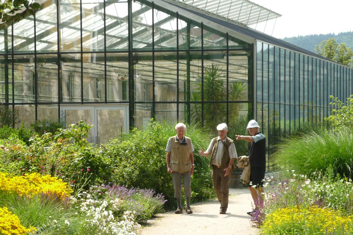 Kräutergarten mit Wanderern