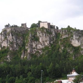 Blick auf Schloss Arnsberg aus dem Tal