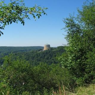 Blick vom Kalvarienberg in Kelheim auf die Befreiungshalle