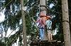 Gut gesichert klettern im Waldseilgarten Höllschlucht - @ Autor: Julian Knacker - © Quelle: Pfronten Tourismus