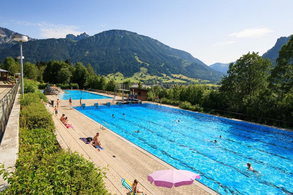 Alpenbad Pfronten - Freibad mit Bergpanorama - @ Autor: Erwin Reiter - © Quelle: Pfronten Tourismus