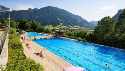 Alpenbad Pfronten - Freibad mit Bergpanorama