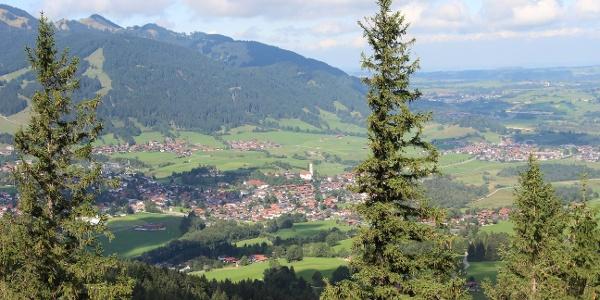 Ausblick vom Falkenstein auf Pfronten im Allgäu