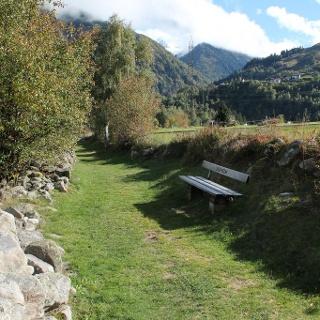 Steingesäumter Weg nach Mompé Medel